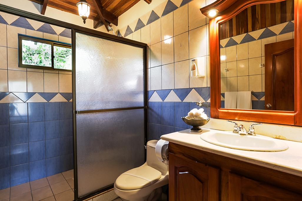 Arenal Paraiso Villa Bathroom