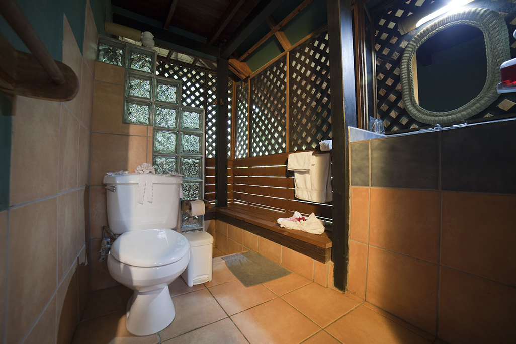 Azania Bungalows Bathroom