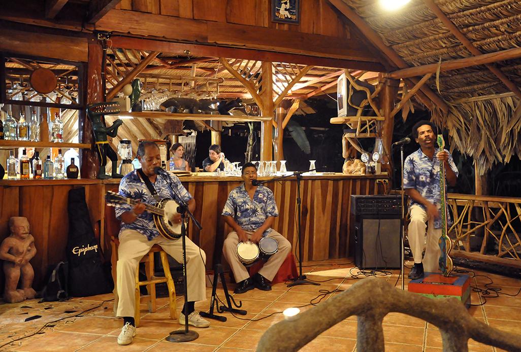 La Costa De Papito Live Music