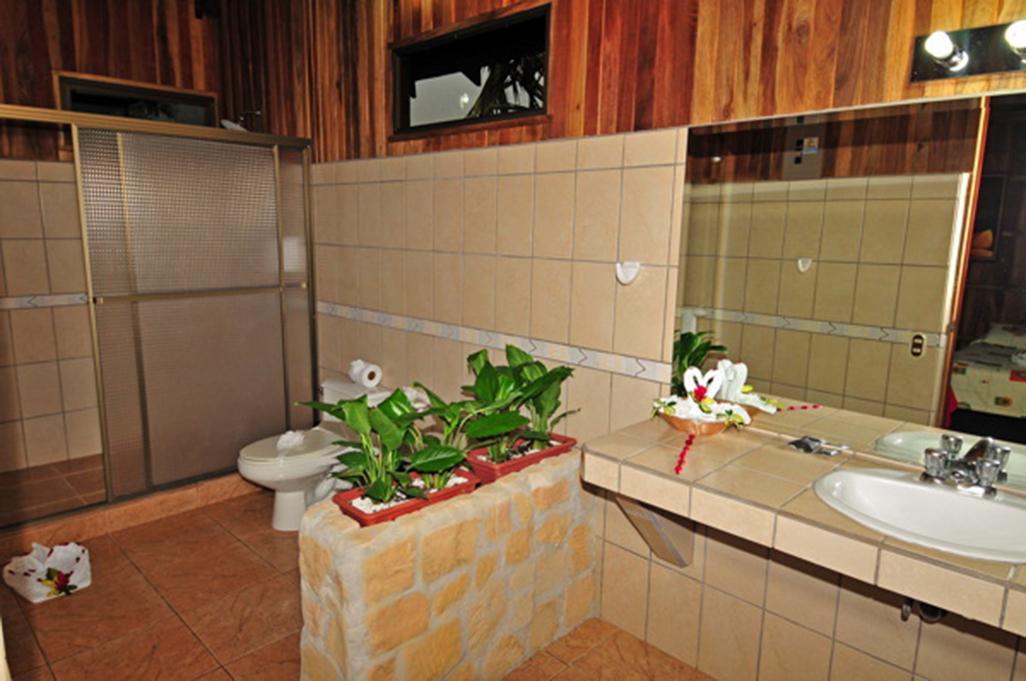 Lomas Del Volcan Standard Room Bathroom