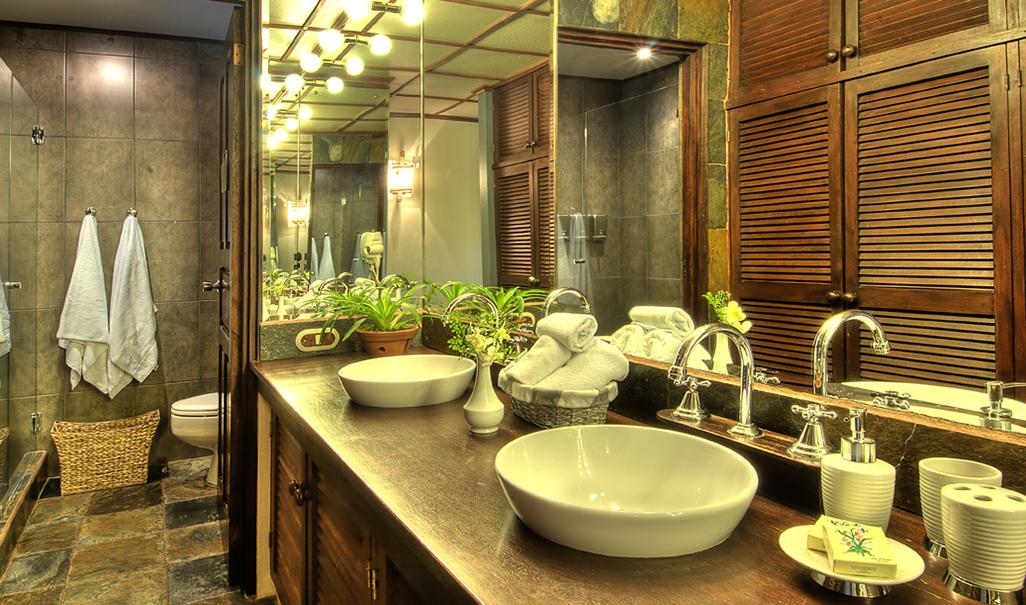 Monteverde Lodge Bathroom