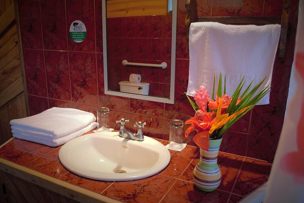 Pedacito De Cielo Bungalow Bathroom