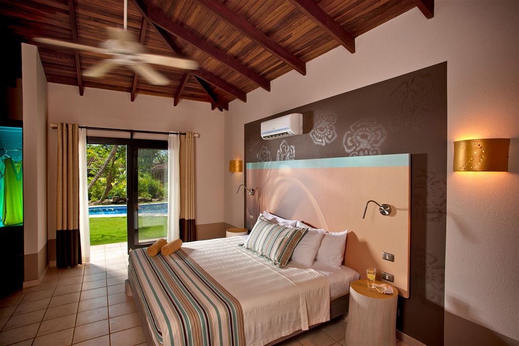 Cala Luna Luxury Three Bedroom Villa Bed