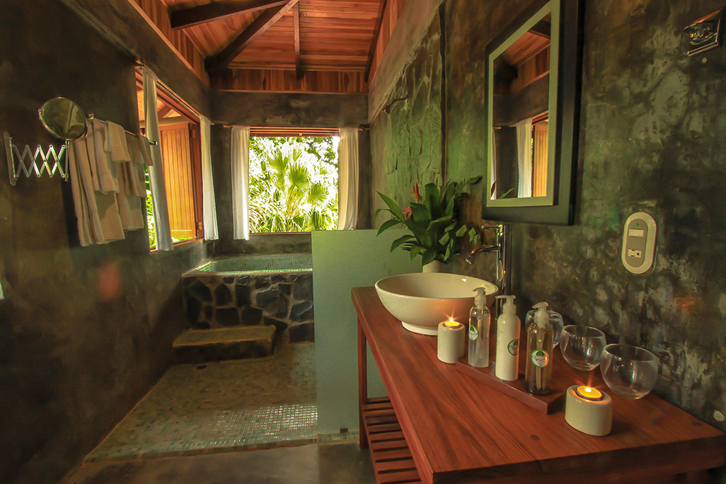 El Remanso Casa Poniente Suites Bathroom
