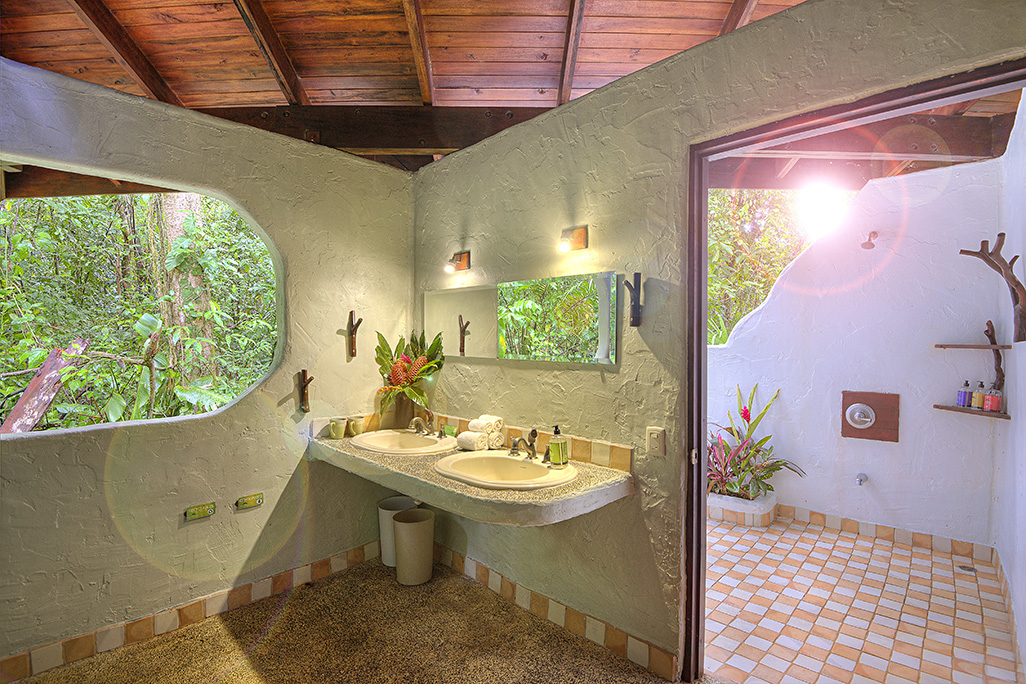 Playa Nicuesa Cabin Suite Bathroom